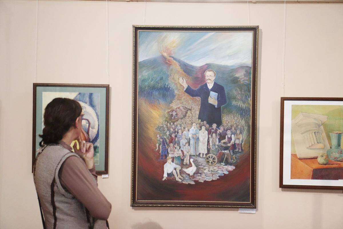 У Франківську дитяча художня школа відзначила ювілей великою виставкою 32
