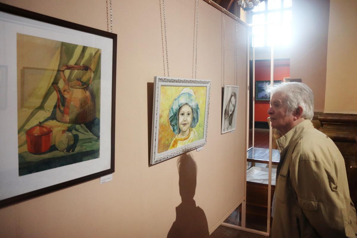 У Франківську дитяча художня школа відзначила ювілей великою виставкою 34