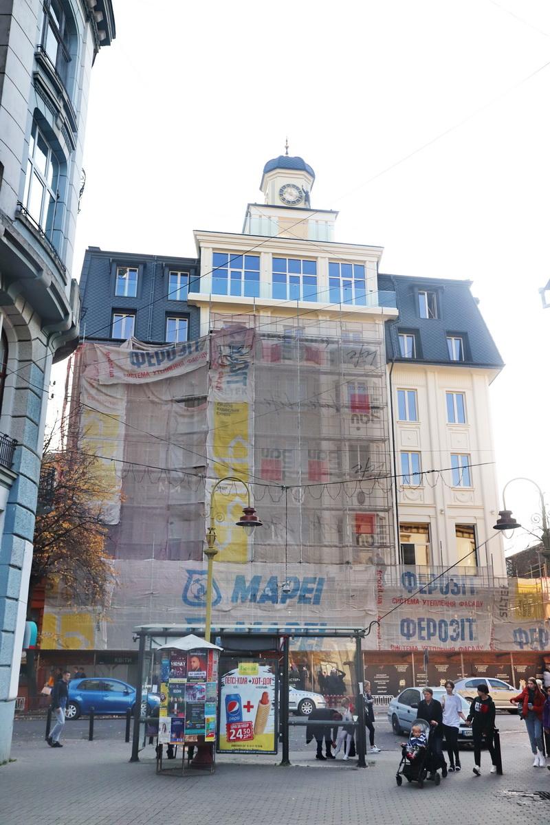 """Архітектурний шрам: франківці критикують реставрацію готелю """"Дністер"""" 4"""