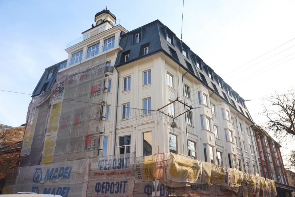 """Архітектурний шрам: франківці критикують реставрацію готелю """"Дністер"""" 2"""