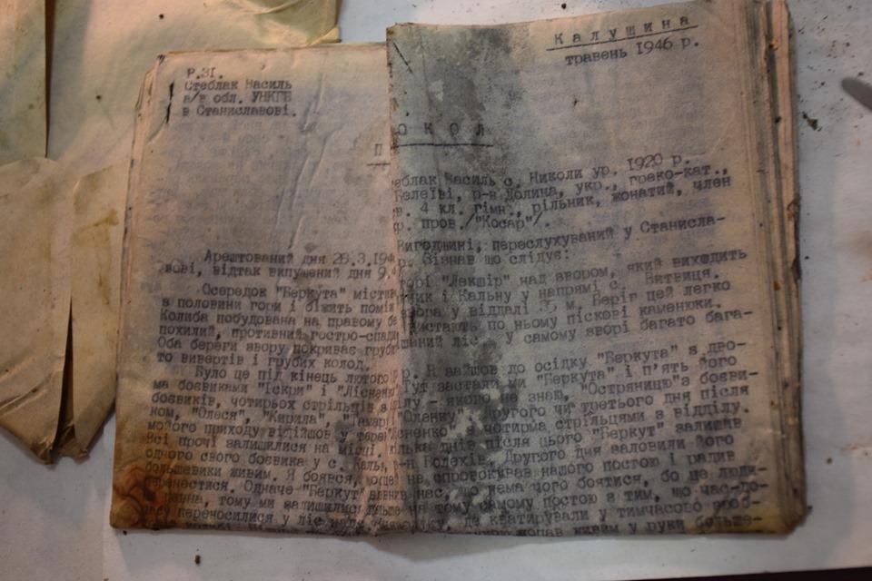 У лісах на Прикарпатті відкопали невідомі звіти УПА 4