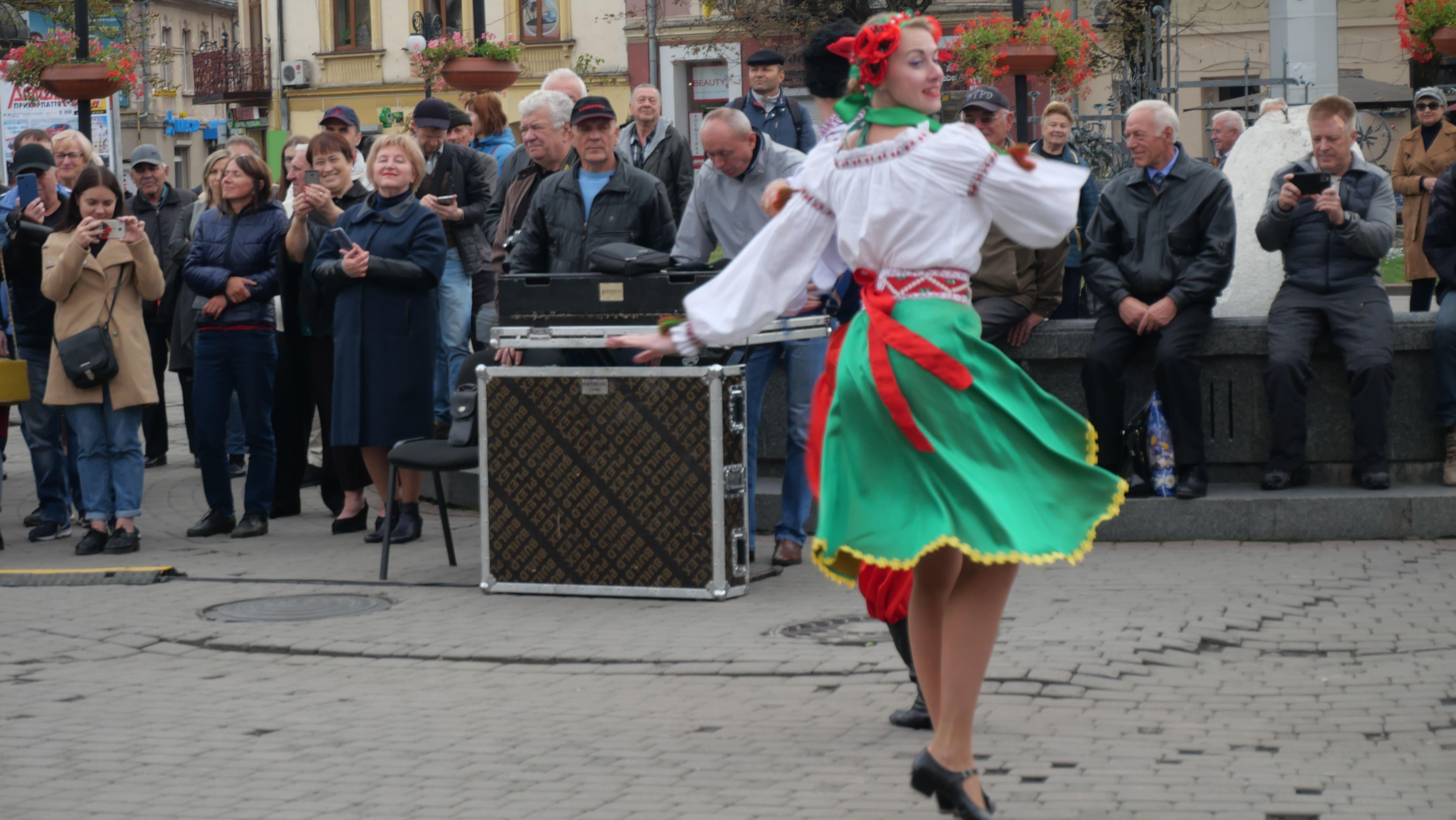 Військовий оркестр з Одеси подарував франківцям неймовірний концерт біля ратуші 6