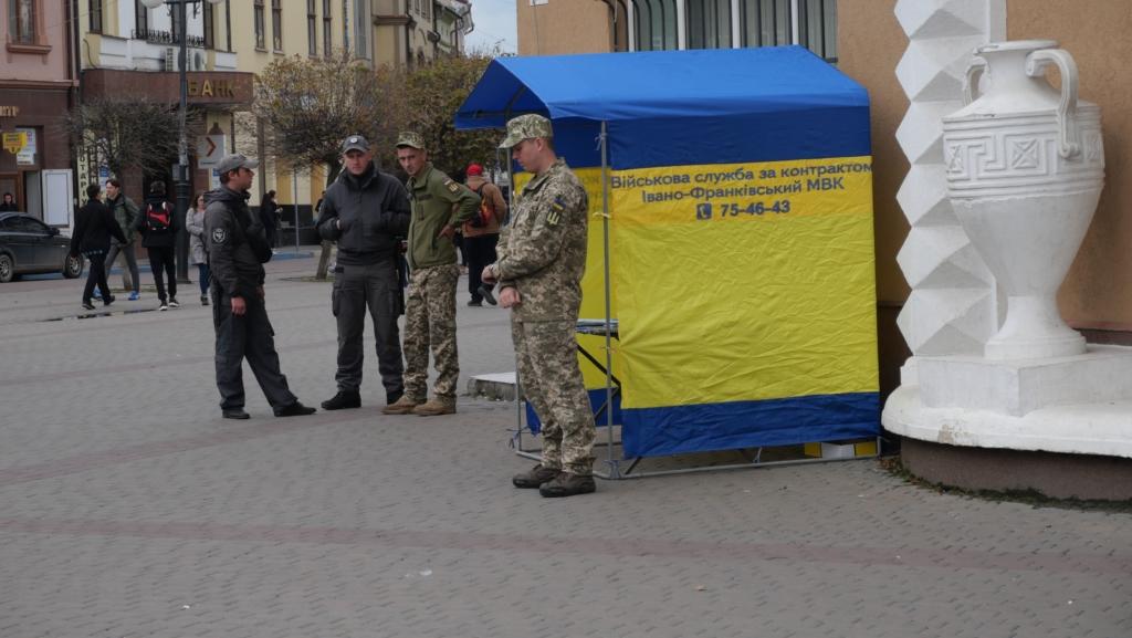 Військовий оркестр з Одеси подарував франківцям неймовірний концерт біля ратуші 8