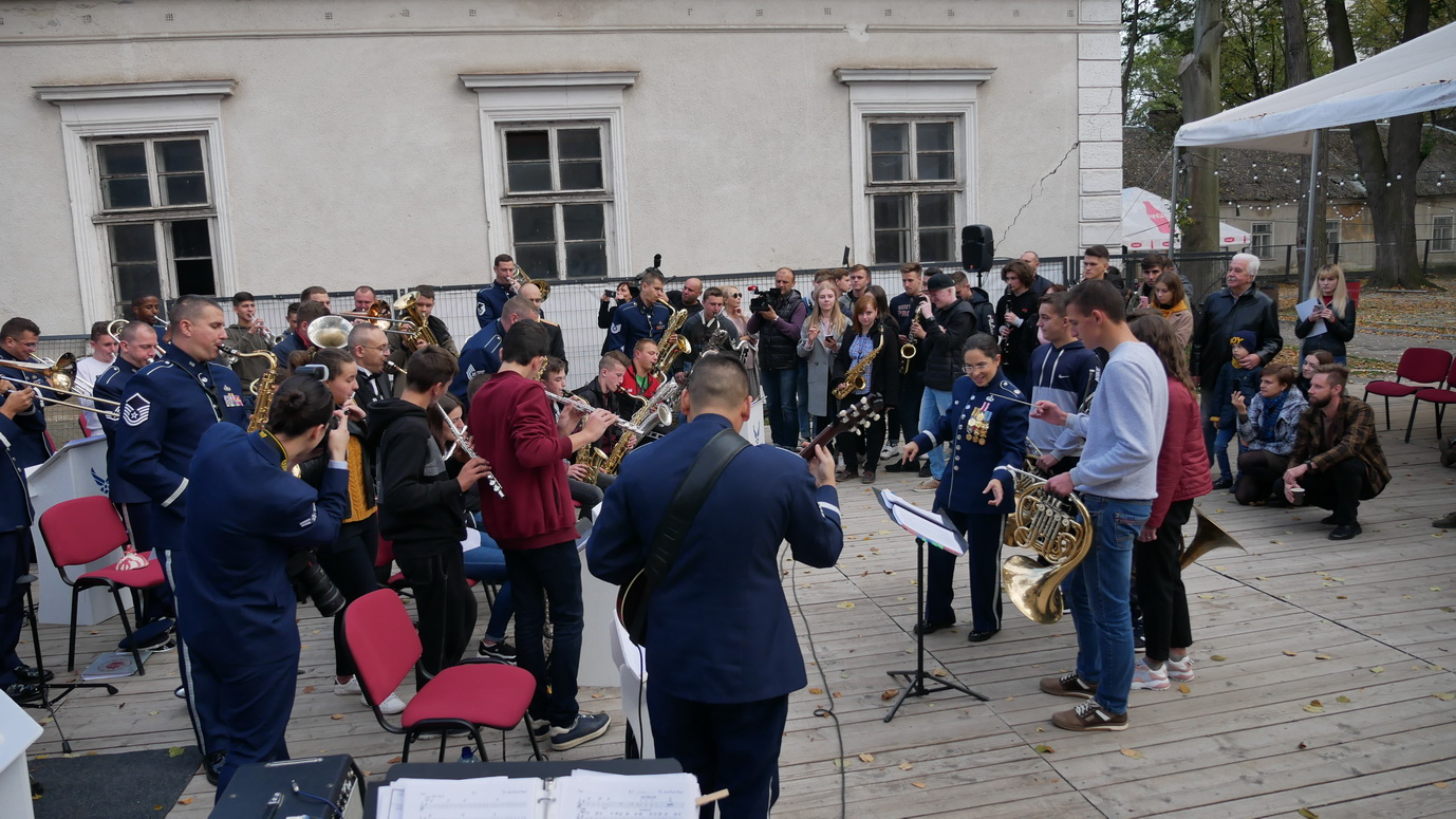 Музика свободи: оркестр військово-повітряних сил США влаштував джем у Палаці Потоцьких 12