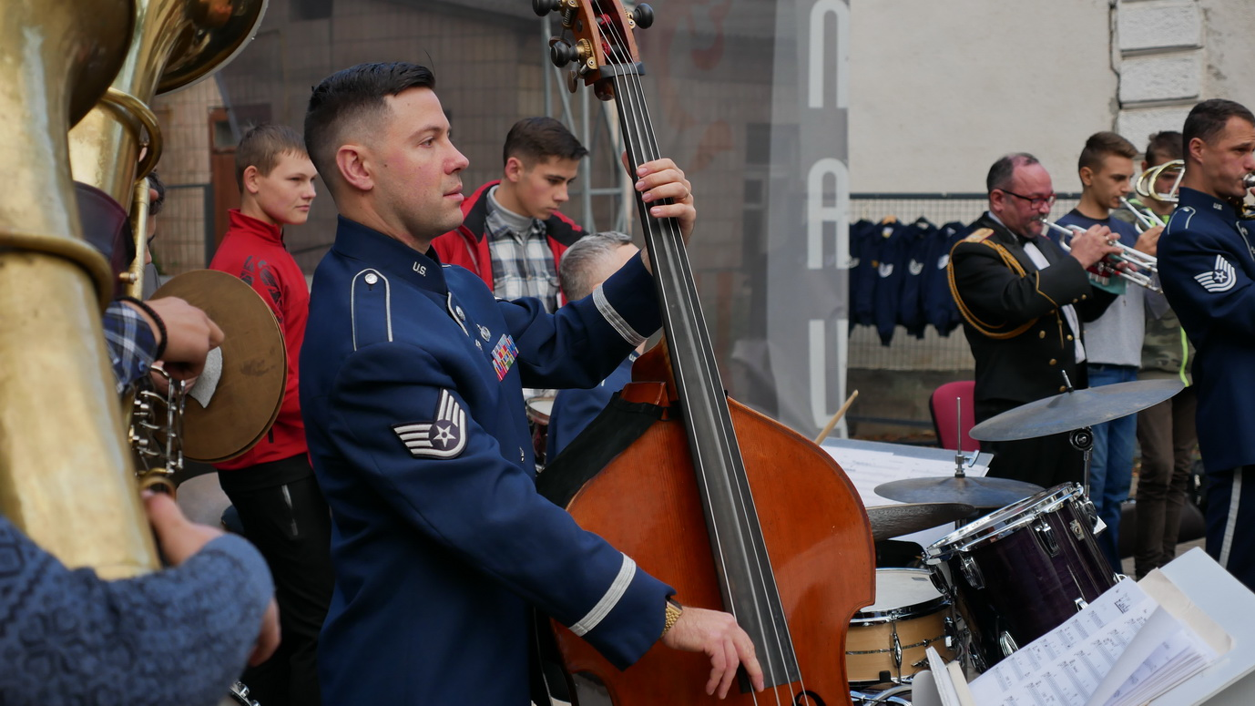 Музика свободи: оркестр військово-повітряних сил США влаштував джем у Палаці Потоцьких 14