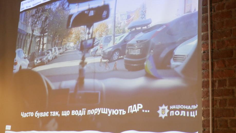 У Франківську поліцейські зняли ролик про паркування для людей з інвалідністю 8