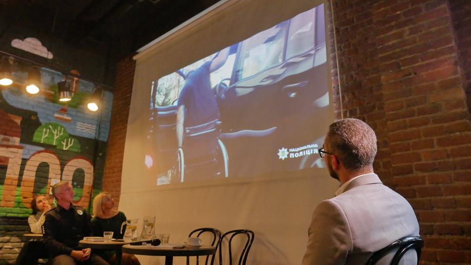 У Франківську поліцейські зняли ролик про паркування для людей з інвалідністю 10