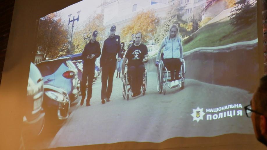 У Франківську поліцейські зняли ролик про паркування для людей з інвалідністю 12