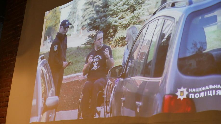 У Франківську поліцейські зняли ролик про паркування для людей з інвалідністю 14