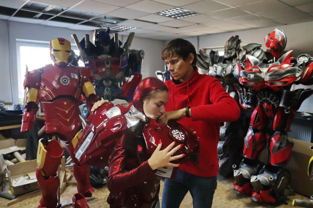 Франківці створили косплейні костюми Ironwoman і космонавтів 8