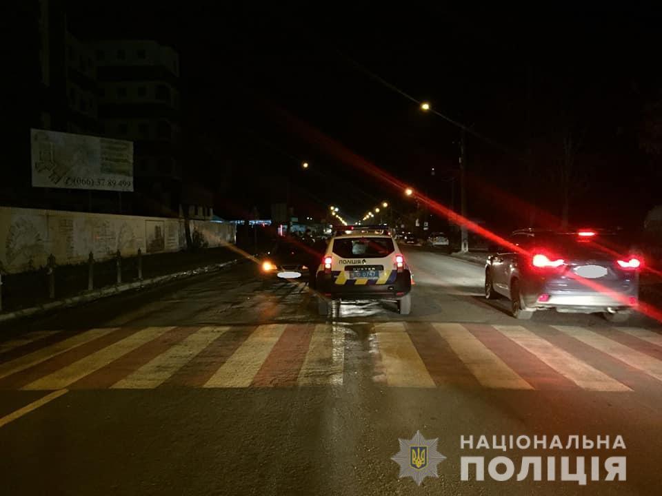 Збив двох людей і зачепив авто – в поліції розповіли подробиці вечірньої ДТП у Франківську 2