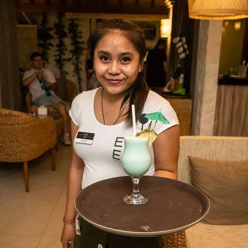 Франківець відкрив кальян-ресторан на Балі – його визнали закладом року 2