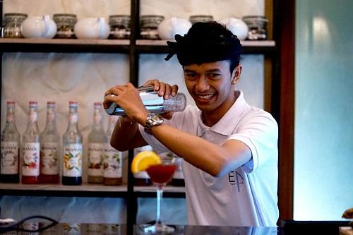 Франківець відкрив кальян-ресторан на Балі – його визнали закладом року 6