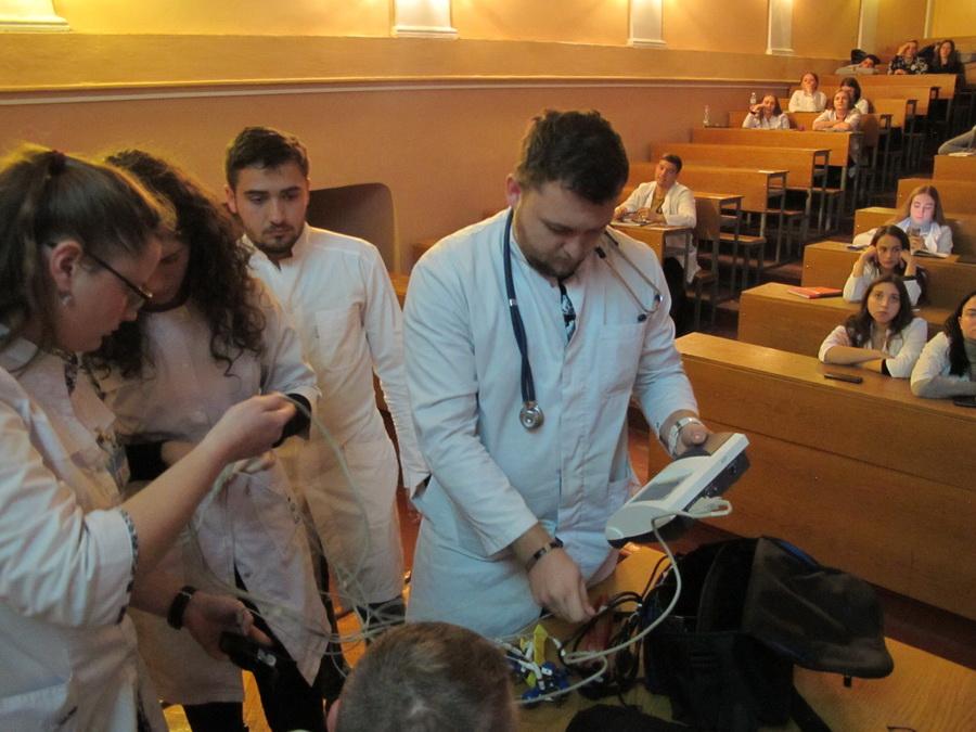 Прикарпатець розповів студентам-медикам, як працює його механічне серце 8