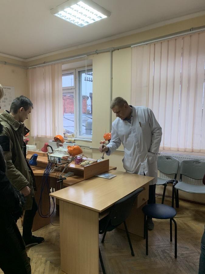 Франківські студенти медуніверситету побували в шкурі ректора 8