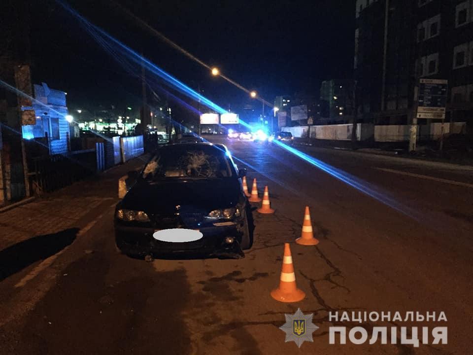 Збив двох людей і зачепив авто – в поліції розповіли подробиці вечірньої ДТП у Франківську 4