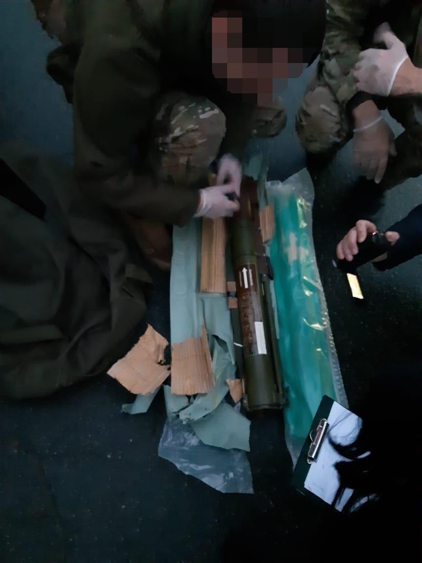 На Франківщині СБУ затримала військового, що продавав гранатомети, гранати і тротилові шашки 4