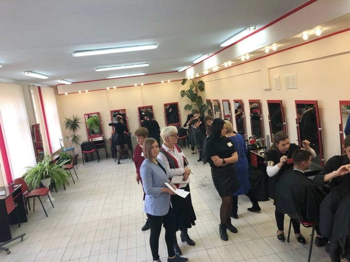 У Франківську визначили найкращих перукарів серед учнів ПТУ 2