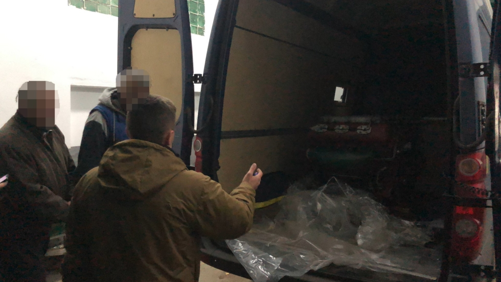 Прикарпатські СБУшники блокували контрабанду двигуна до БТР 2
