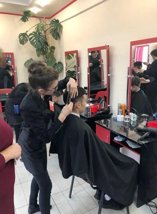 У Франківську визначили найкращих перукарів серед учнів ПТУ 4