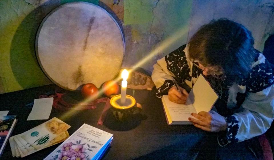 Знайшли привида: містичні читання влаштували у франківському Палаці Потоцьких 2