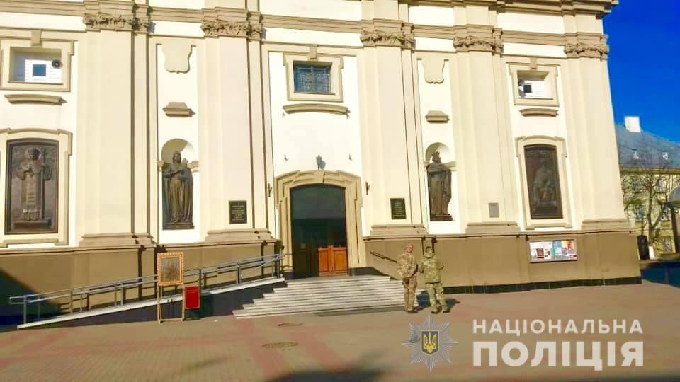 Поліція шукає «мінерів» обласної лікарні та Катедрального собору у Франківську 1