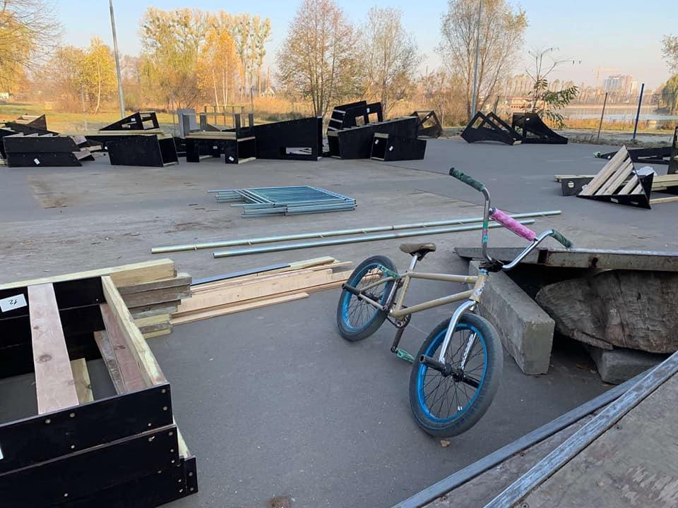 У Франківську оновлюють скейт-парк 4