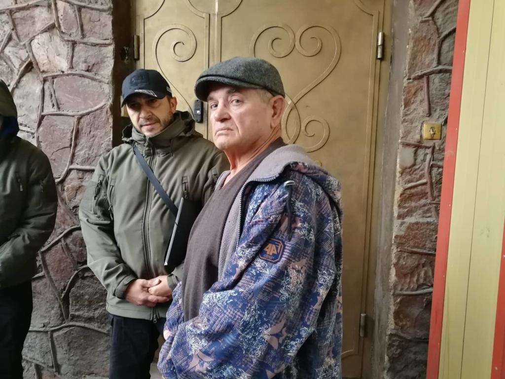 """У Франківську на ринку """"тітушки"""" і поліція: приїхав Бура, але в офіс не увійшов 32"""