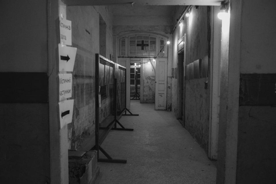Знайшли привида: містичні читання влаштували у франківському Палаці Потоцьких 13
