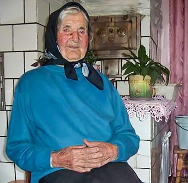 Семижильна бабця Ганна: найстарша мешканка Прикарпаття відзначила 105 років 1