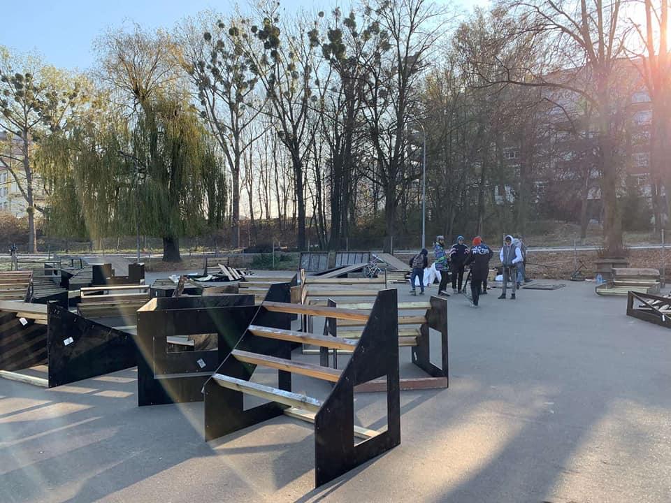 У Франківську оновлюють скейт-парк 8
