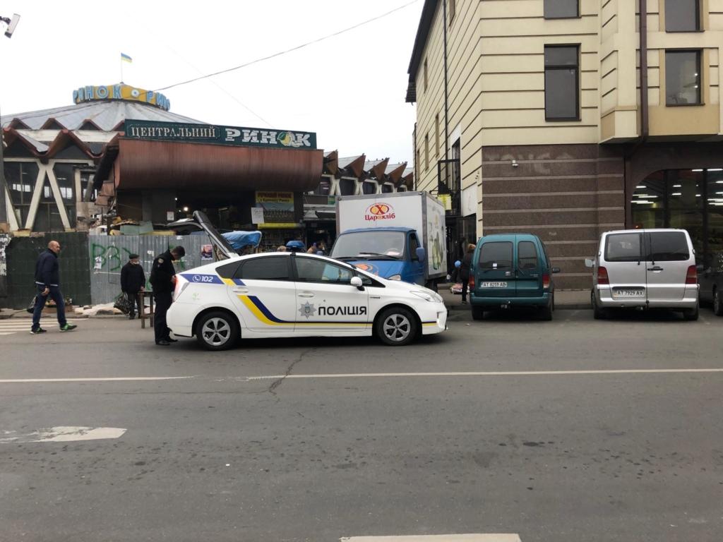 """У Франківську на ринку """"тітушки"""" і поліція: приїхав Бура, але в офіс не увійшов 6"""