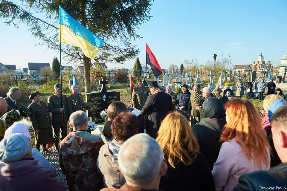 У Підлужжі відкрили пам'ятний знак розстріляним воїнам УПА 8
