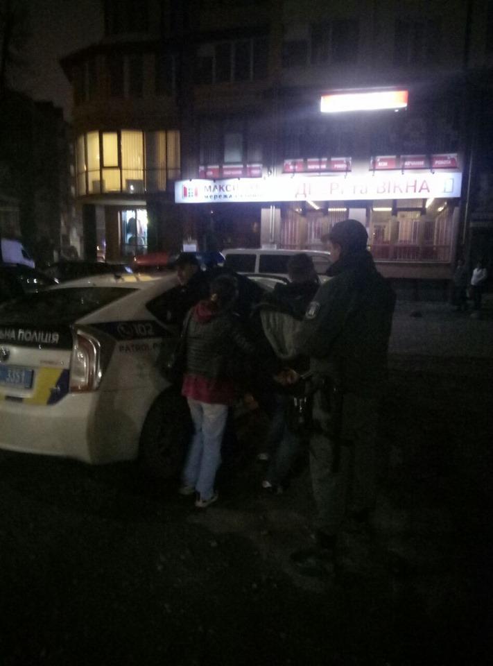 У Франківську п'яний чоловік вдарив жінку та нападав на муніципальних вартових 2