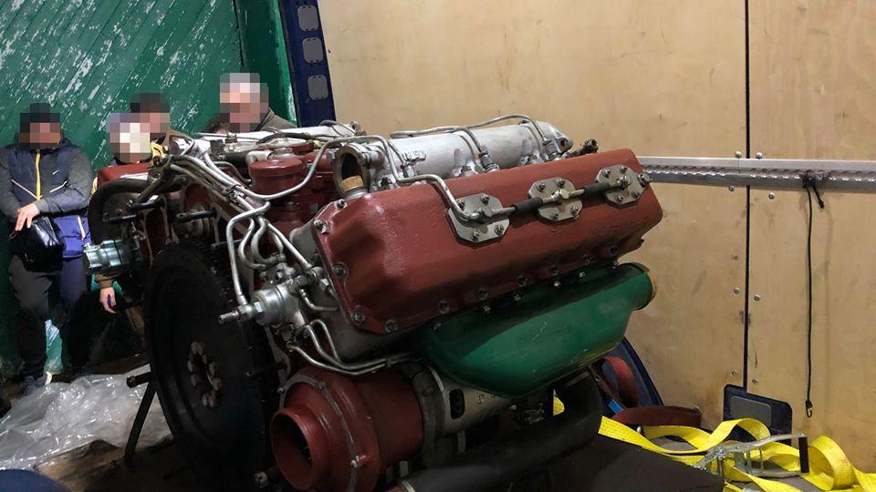 Прикарпатські СБУшники блокували контрабанду двигуна до БТР 4