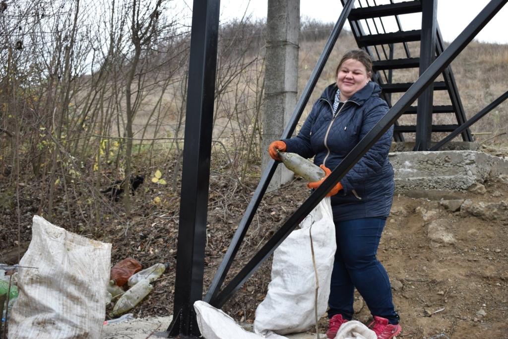 Щоб відкрити нову туристичну атракцію на березі Бурштинського моря, зібрали 10 мішків сміття 4