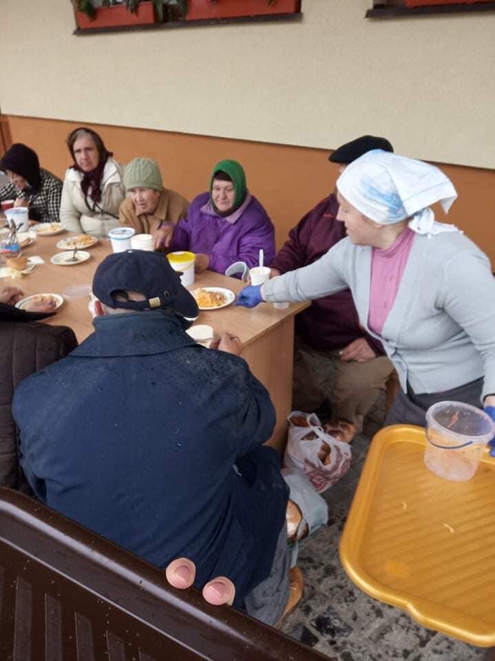 У Коломиї щотижня для потребуючих організовуватимуть гарячі обіди 6