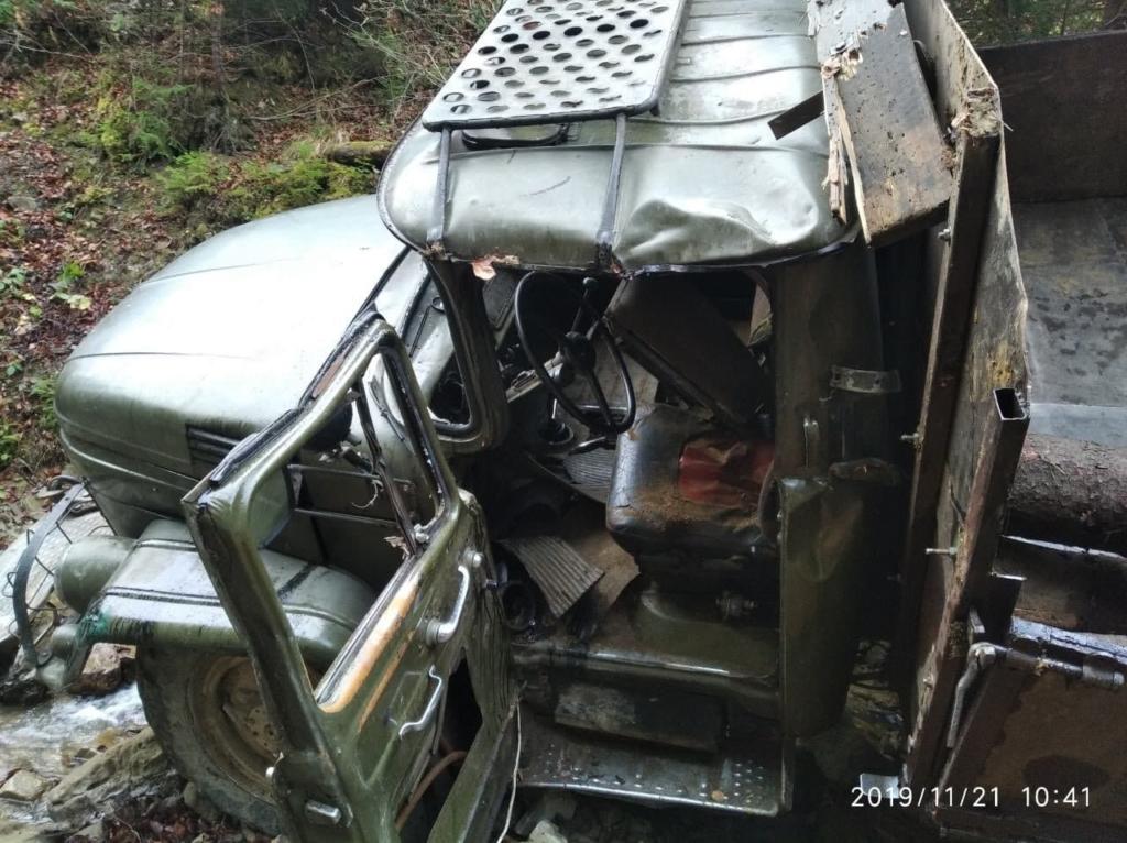 На Косівщині у ДТП загинув водій, який віз нелегальний ліс 2
