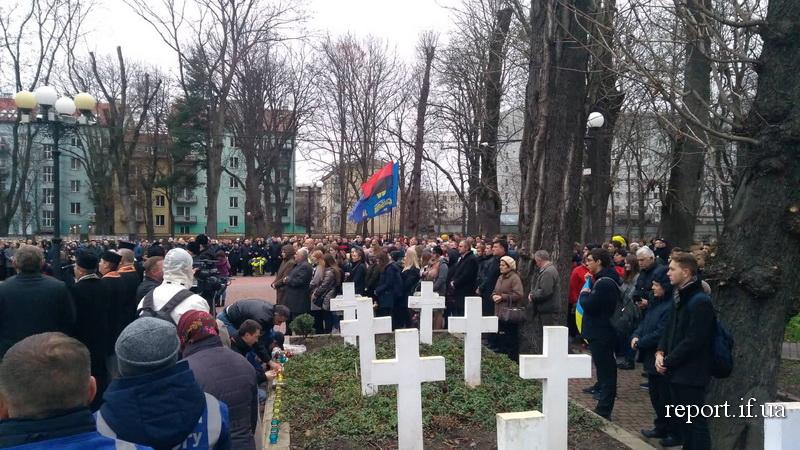 У Франківську вшанували Героїв Небесної сотні та загиблих захисників 2