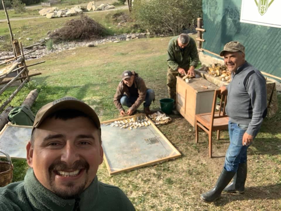 """Миколай """"Грибної роти"""": прикарпатські ветерани пропонують смаколики до різдвяного столу 8"""