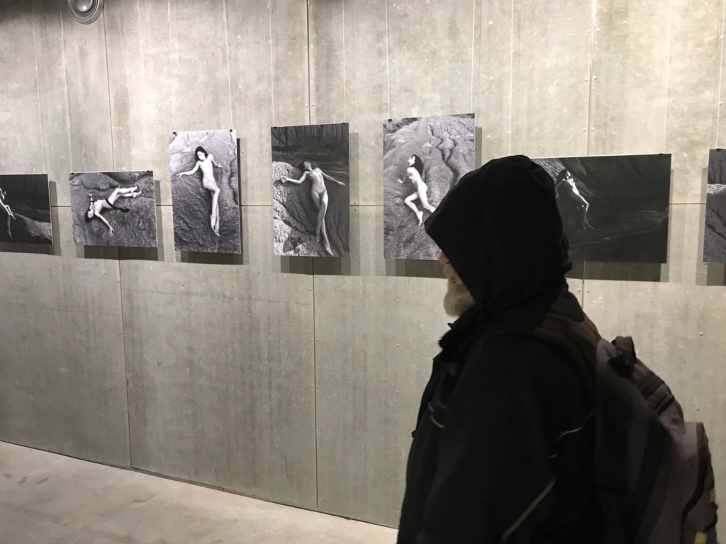 """Без еротизму: у франківському """"Ваґабундо"""" відкрили виставку ню 22"""