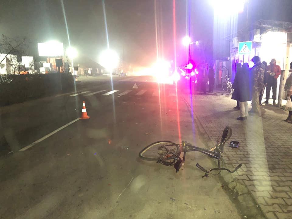 У Косові рейсовий автобус збив велосипедистку 2