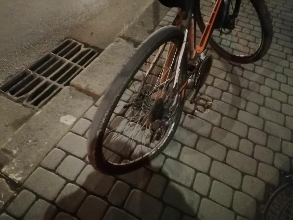 """У Франківську водій """"Рено Меган"""" збив  велосипедиста 2"""