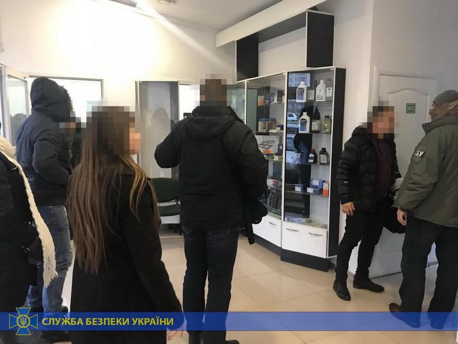 Франківських, львівських та рівенських митників СБУ спіймала на незаконному розмитненні авто 2