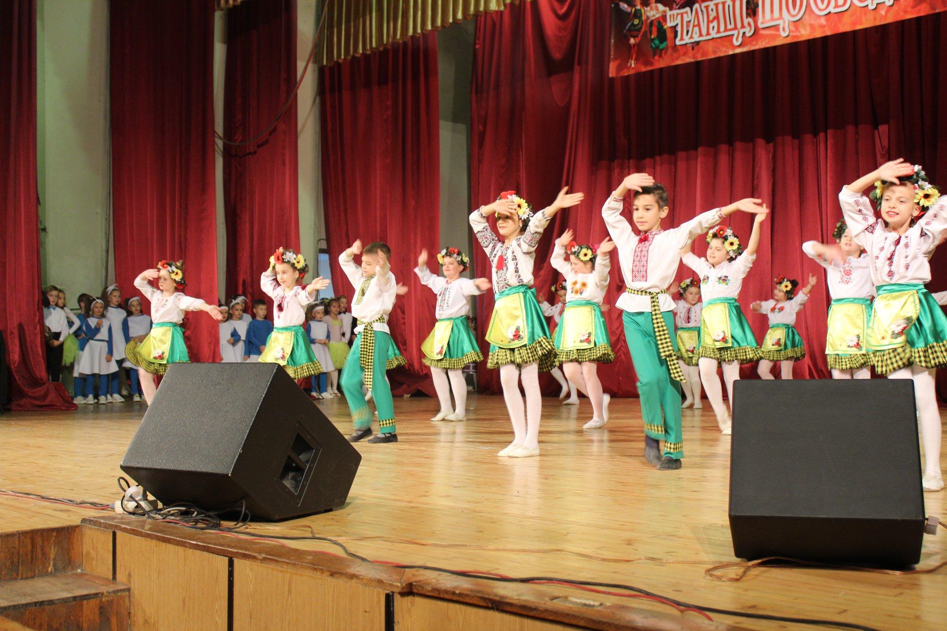 """Франківські школярі показали """"Танці народів світу"""" 6"""