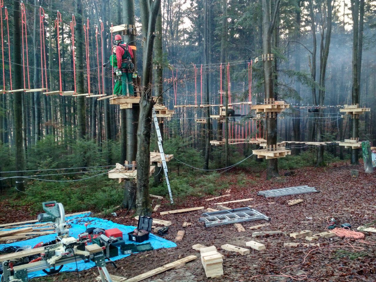 У лісгоспі на Франківщині встановили мотузковий парк для дітей 6
