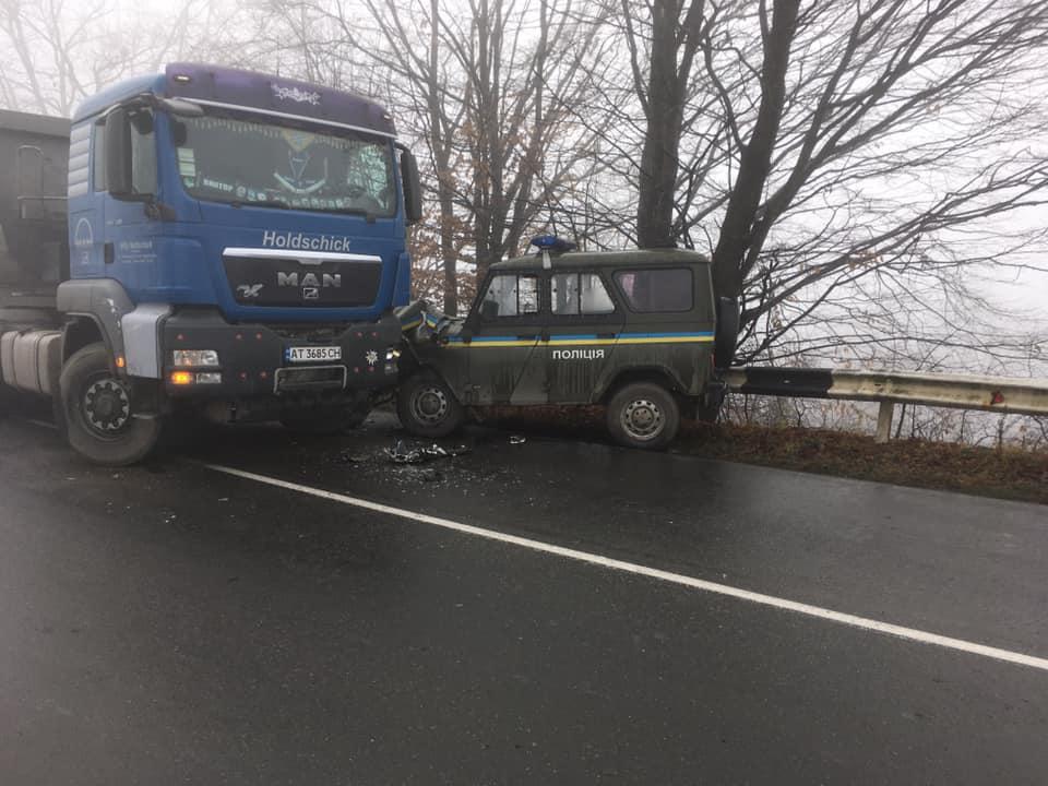 У Косові вантажівка в'їхала в поліцейський Хантер 6
