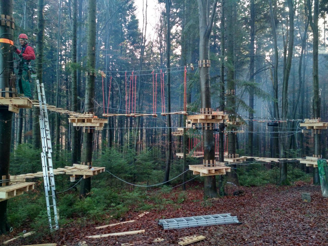 У лісгоспі на Франківщині встановили мотузковий парк для дітей 8