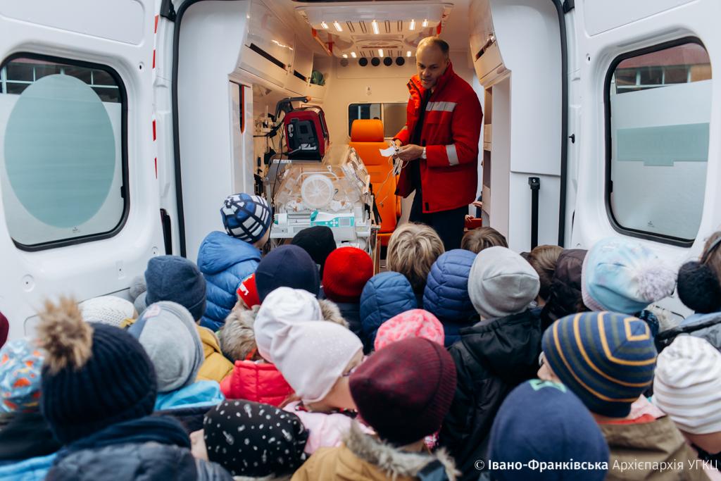Учні Католицької школи провели благодійний ярмарок та придбали обладнання для дитячої реанімації 12