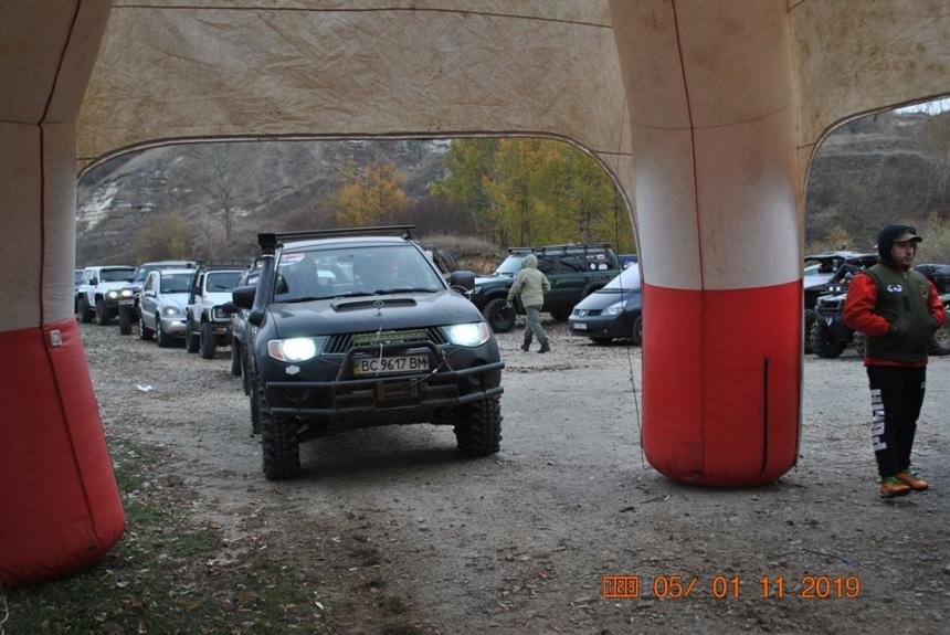 На Прикарпатті на екстремальних маршрутах змагалися позашляховики 2